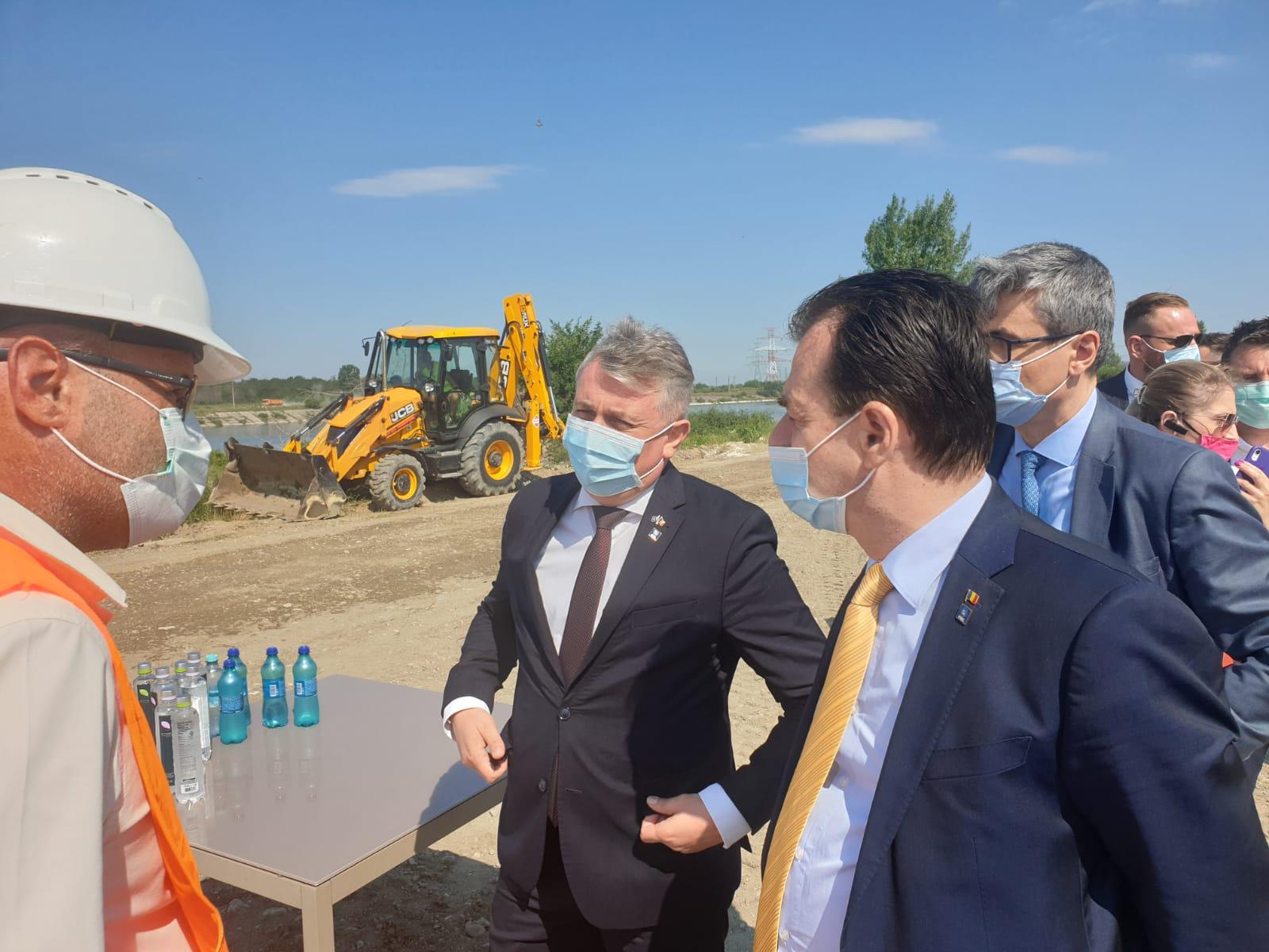 Premierul Ludovic Orban, în vizită pe şantierul drumului expres Craiova-Piteşti şi la Alro Slatina
