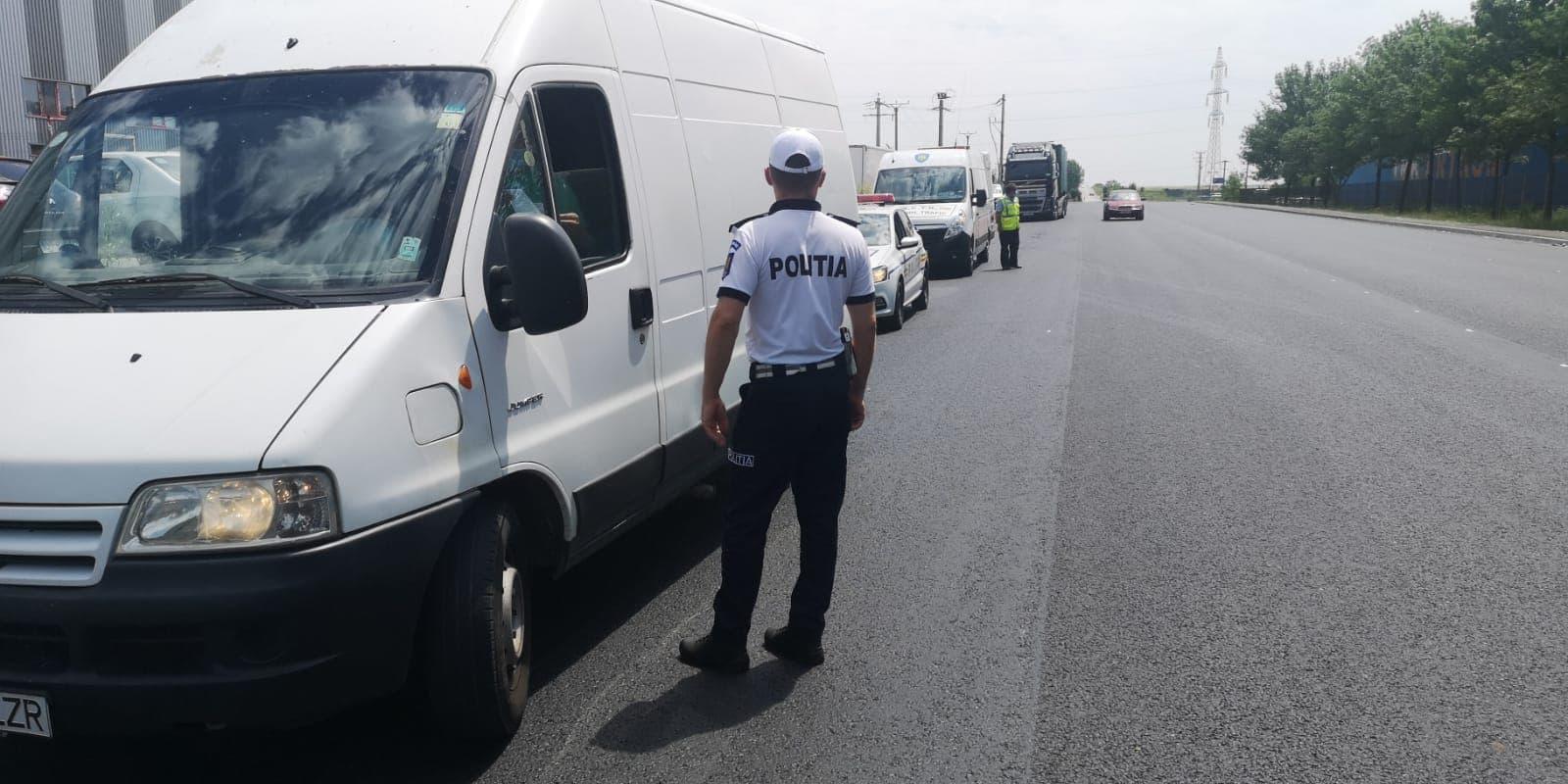 48 de permise reţinute în weekend. Poliţiştii au depistat, pe drumurile din judeţ, şoferi băuţi sau fără permis de conducere
