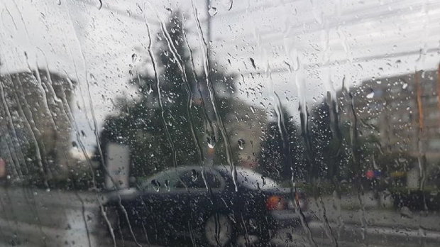 Oltul, sub cod galben de vreme rea. Vântul va sufla cu putere şi sunt aşteptate ploi
