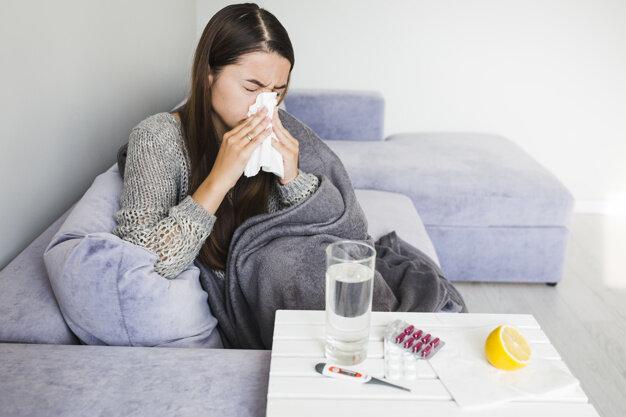 Cum deosebim, în sezonul rece, o răceală banală de gripă sau coronavirus
