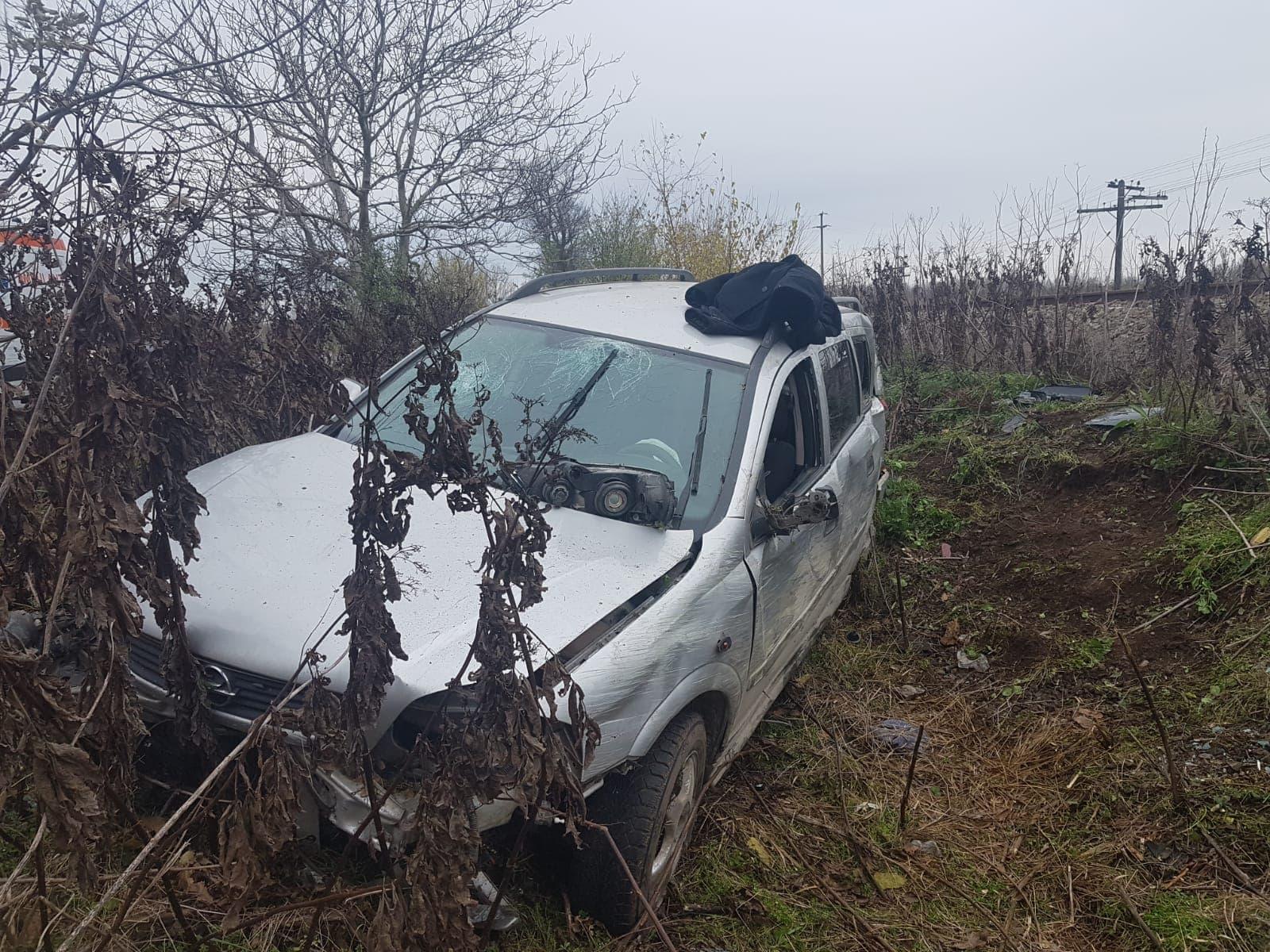 FOTO. Accident rutier pe DN 64. Trei bărbaţi din Fălcoiu au ajuns la UPU Slatina