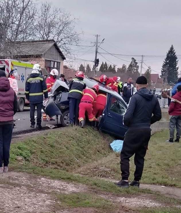 Accident rutier la Curtişoara. Intervine descarcerarea