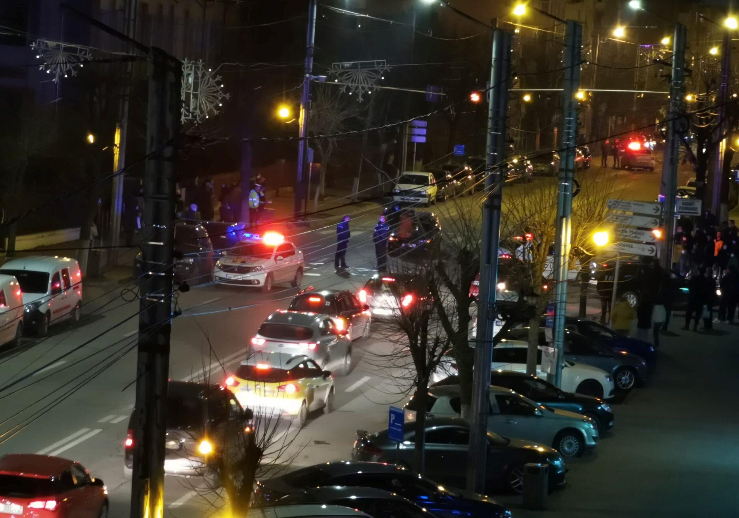 FOTO. Copil de 13 ani, lovit pe trecerea de pietoni de pe strada Ecaterina Teodoriu. Micuţa a fost transportată la UPU Slatina